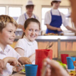 La subida del IVA a la educación privada, la puntilla para las empresas de comedores escolares